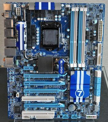 Gigabyte анонсировала системную плату GA-P67-UD9 с поддержкой 32-нм процессоров Intel Sandy Bridge