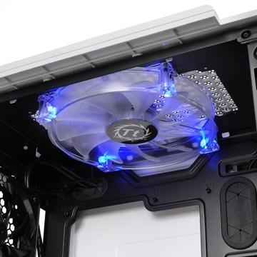Thermaltake представляет игровой компьютерный корпус Level 10 GT Snow Edition