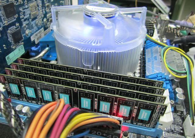 Компания KINGMAX представила четырехканальный комплект оперативной памяти для платформы Intel X79