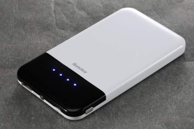Новые зарядные устройства Huntkey PBA5200 и HPBA6000