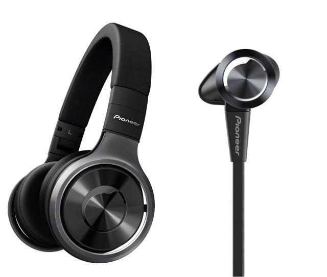 Компания Pioneer представила две новинки: полноразмерные наушники SE-MX8-К и внутриканальные наушники SE-CX7-К