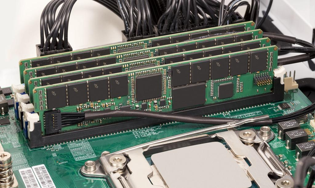 Crucial NVDIMM 03