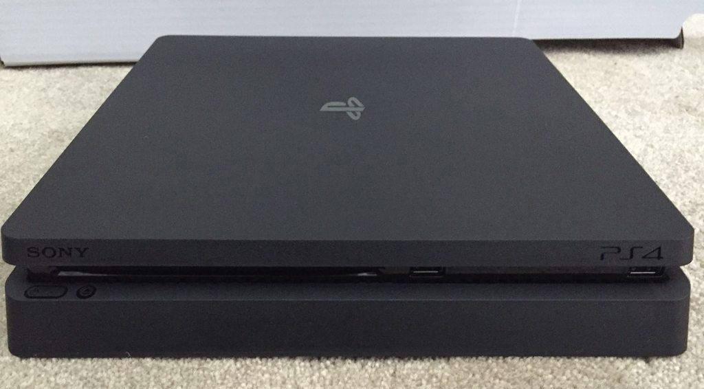 Sony PlayStation 4 Slim 01
