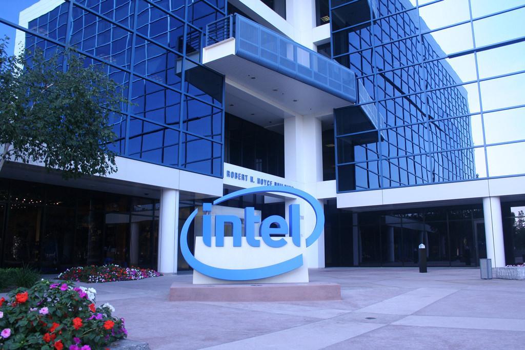 Intel сообщает о рекордном ежеквартальном доходе