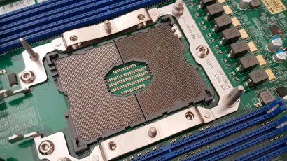Наглядно насколько огромен сокет Intel LGA 3647