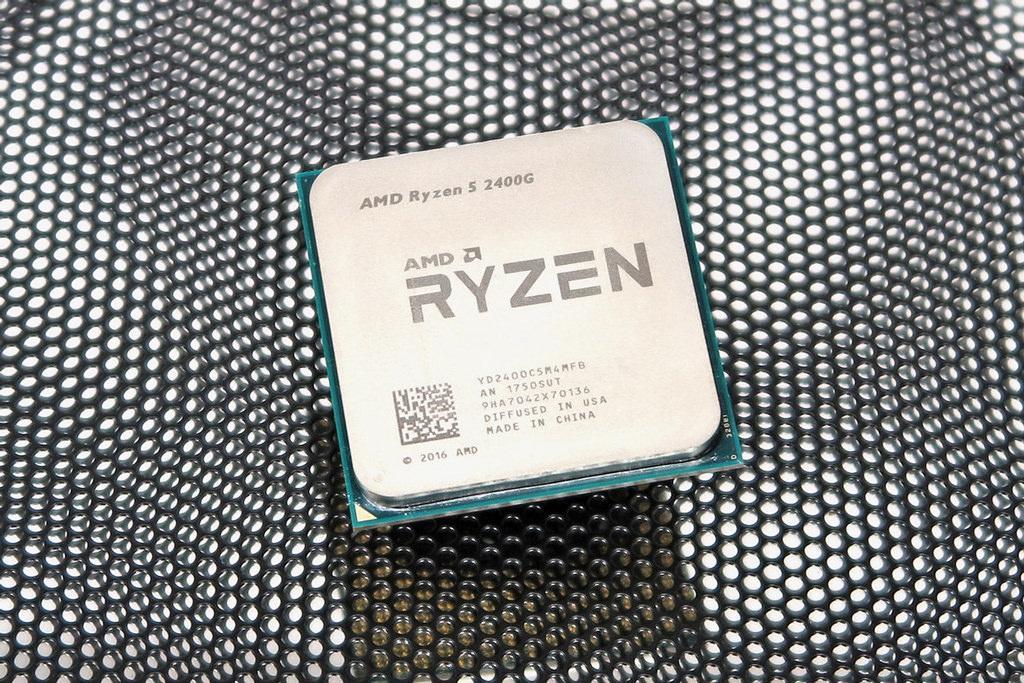 Под крышкой процессоров AMD Pinnacle Ridge будет точно припой