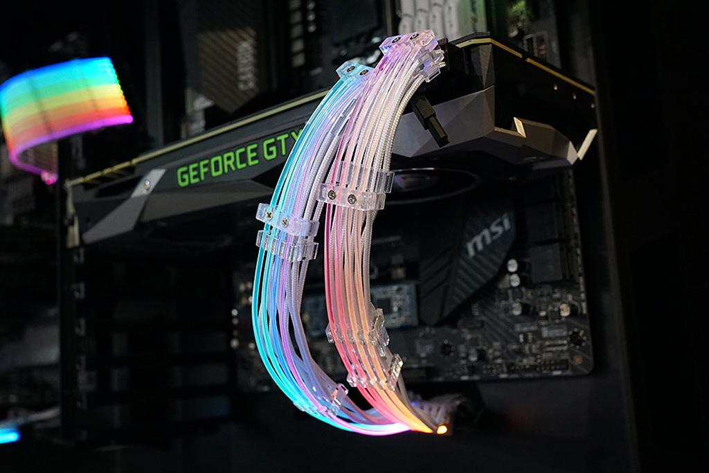 RGB-подсветку получили ещё и кабели дополнительного питания видеокарт