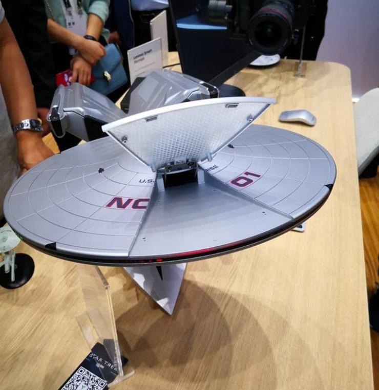 Lenovo Titanium Enterprise NCC-1701A - компьютер-корабль USS Enterprise.
