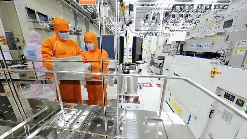 Samsung и SK Hynix бьют по тормозам. Планы расширения производства чипов памяти приостановлены
