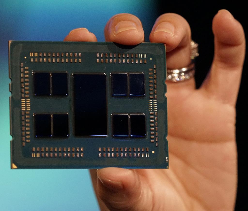 Фото 64-ядерного AMD Epyc Rome неглиже. Подробности про второе поколение «эпиков»