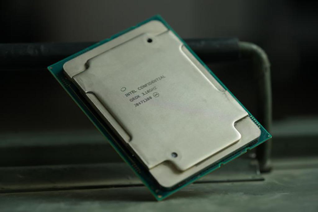 28-ядерный процессор Intel Xeon W-3175X доступен за $3000. Первые обзоры уже в Сети