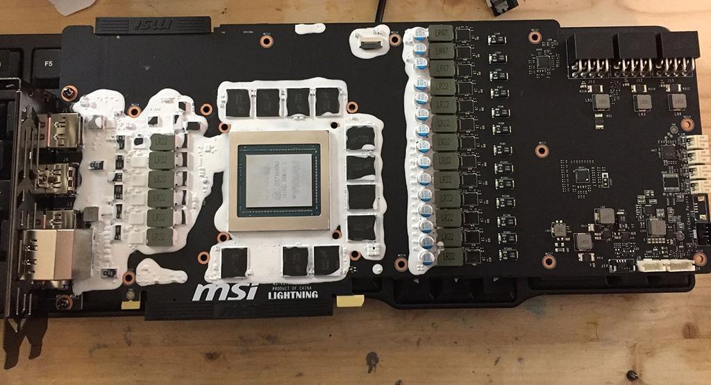 Разглядываем фото платы MSI GeForce RTX 2080 Ti Lightning Z