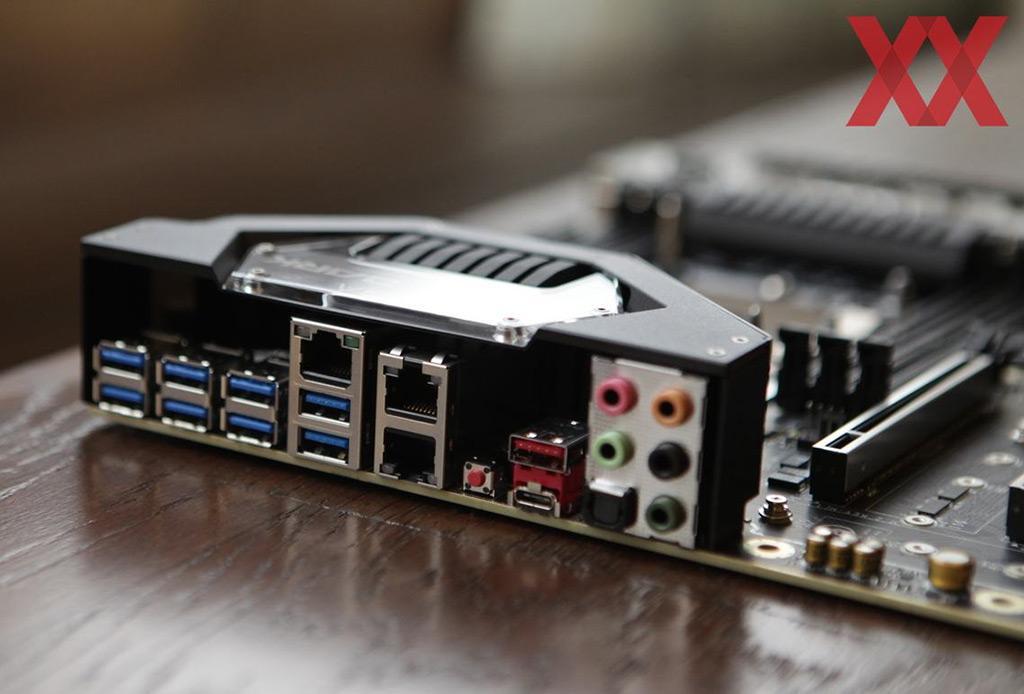 Computex 2019: монструозная материнская плата EVGA SR-3 Dark