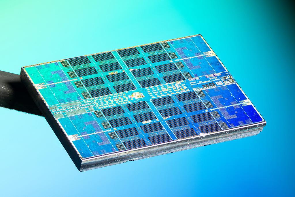 Фото дня: кристаллы процессора AMD Ryzen 5 3600 неглиже
