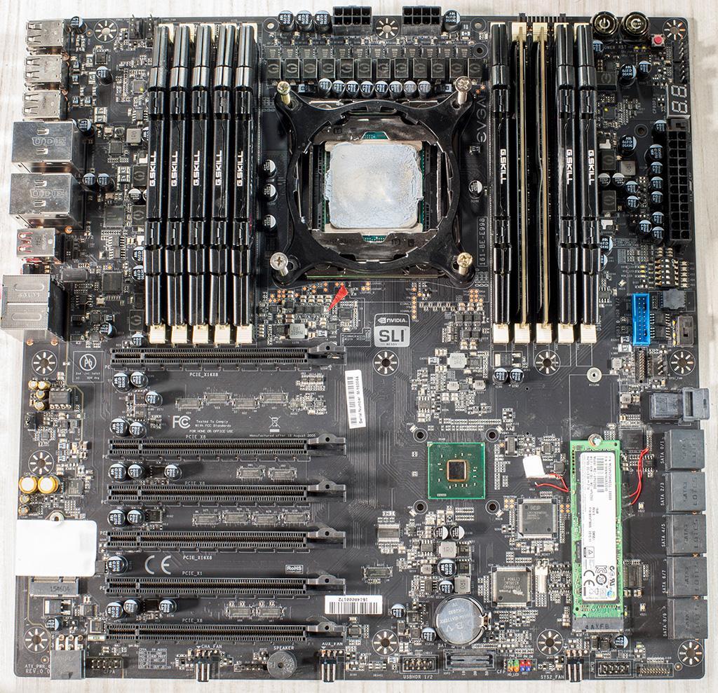 Фото прототипа материнской платы EVGA X99 Dark с десятью слотами для оперативной памяти