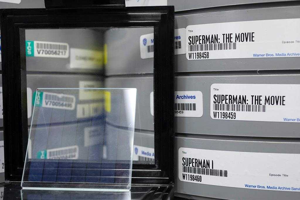 Microsoft Project Silica увековечил фильм про Супермена в стекле