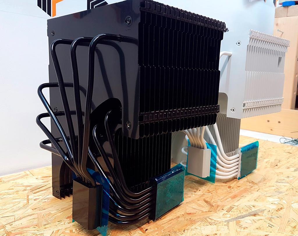 За 180 евро предлагается радиатор MonsterLabo The Heart, способный пассивно охладить и видеокарту, и процессор