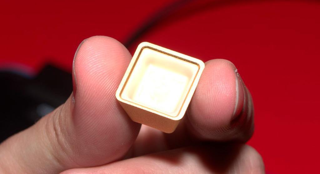 Самая дорогая в мире клавиатура – ADATA XPG Golden Summoner