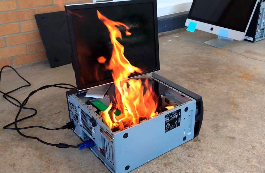 Intel Core i9-10900K очень горяч: 93°C в стоке под СВО