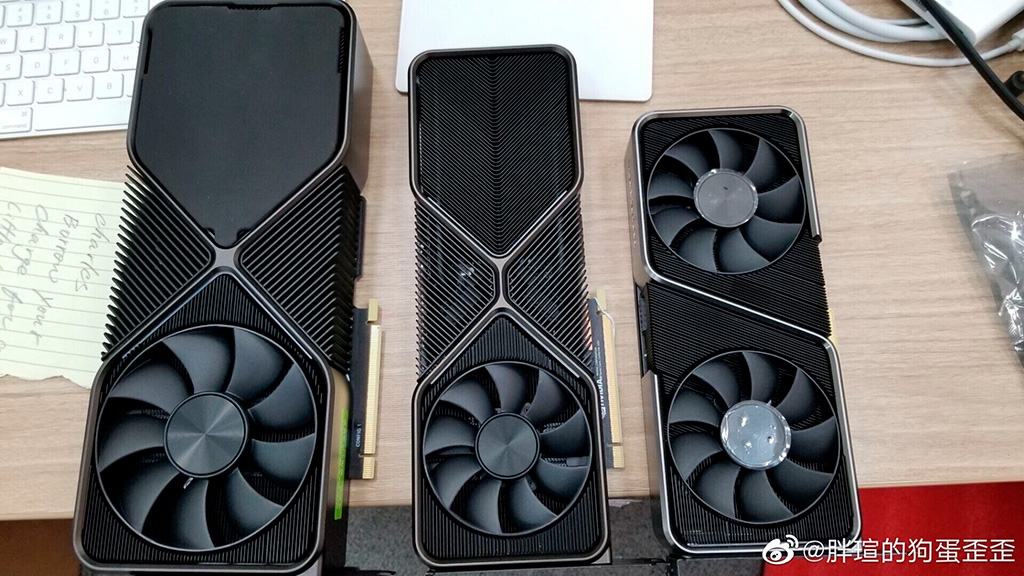 GeForce RTX 3070, RTX 3080 и RTX 3090 запечатлены на одном фото «живьем»