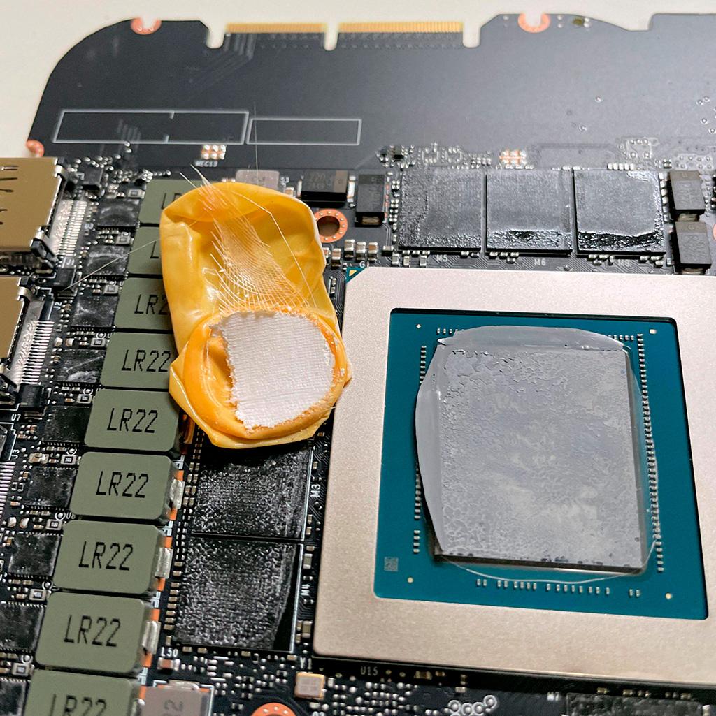 В NVIDIA GeForce RTX 3090 Founders Edition пользователь нашел напальчник